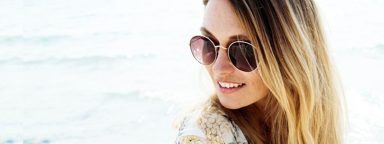 Woman20Sunglasses20Beach20Phone201280x480_preview1.jpeg